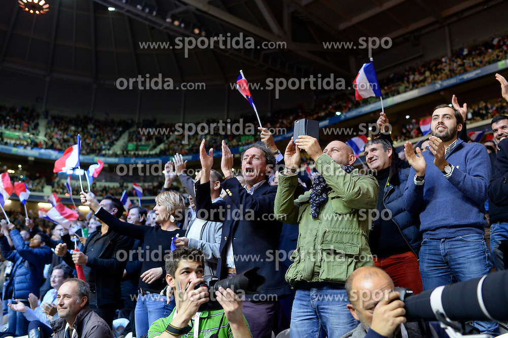 21.11.2014, Stade Pierre Mauroy, Lille, FRA, Davis Cup Finale, Frankreich vs Schweiz, im Bild Frankreich Fans jubeln // during the Davis Cup Final between France and Switzerland at the Stade Pierre Mauroy in Lille, France on 2014/11/21. EXPA Pictures &copy; 2014, PhotoCredit: EXPA/ Freshfocus/ Valeriano Di Domenico<br /> <br /> *****ATTENTION - for AUT, SLO, CRO, SRB, BIH, MAZ only*****