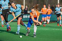 BLOEMENDAAL - Michelle van der Drift (Bldaal) met links Zoe Hessels (HGC) tijdens de competitie hoofdklasse hockeywedstrijd dames, Bloemendaal-HGC (1-0)   UNITED PHOTOS/ KOEN SUYK