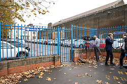 © Licensed to London News Pictures. 15/11/2016. London, UK. Prison officers strike at H.M. Pentonville Prison, London, where less than ten days ago, two prisoners escaped. Over 10,000 prison officers are taking part in a mass strike today, over health and safety concerns. Photo credit : Tom Nicholson/LNP