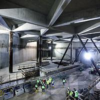 Nederland, Amsterdam , 21 november 2011..bezoek aan de ondergrondse 'kathedraal' onder het Voorplein van CS. .officiële opening van de nieuwe halvan het metrostation Amsterdam Centraal. .Foto:Jean-Pierre Jans