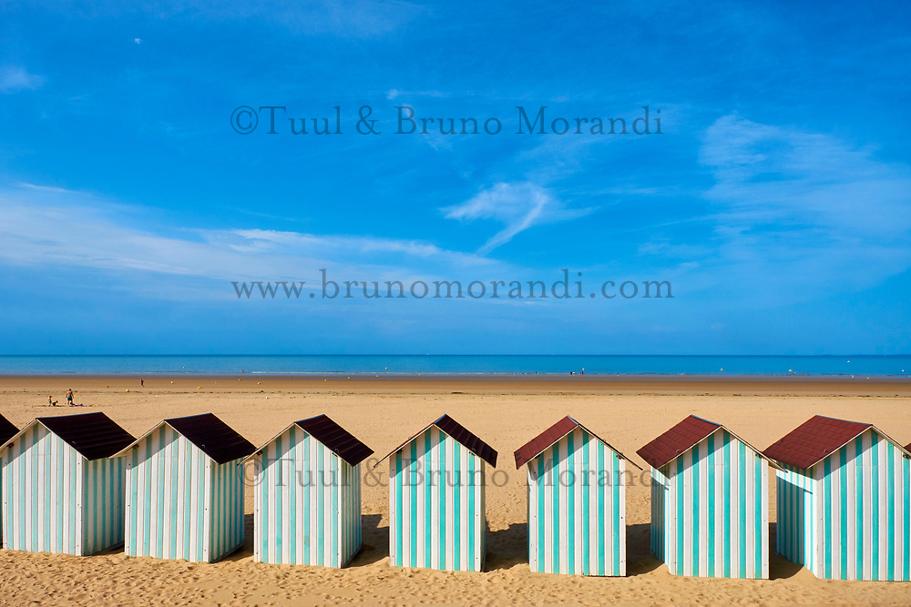 France, Vendée (85), Saint-Jean-de-Monts, la plage, cabines de plage // France, Vendée, Saint-Jean-de-Monts, the beach