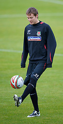 CARDIFF, WALES - Tuesday, October 7, 2008: Wales' Chris Gunter during training at the Vale of Glamorgan Hotel ahead of the 2010 FIFA World Cup South Africa Qualifying Group 4 match against Liechtenstein. (Photo by David Rawcliffe/Propaganda)