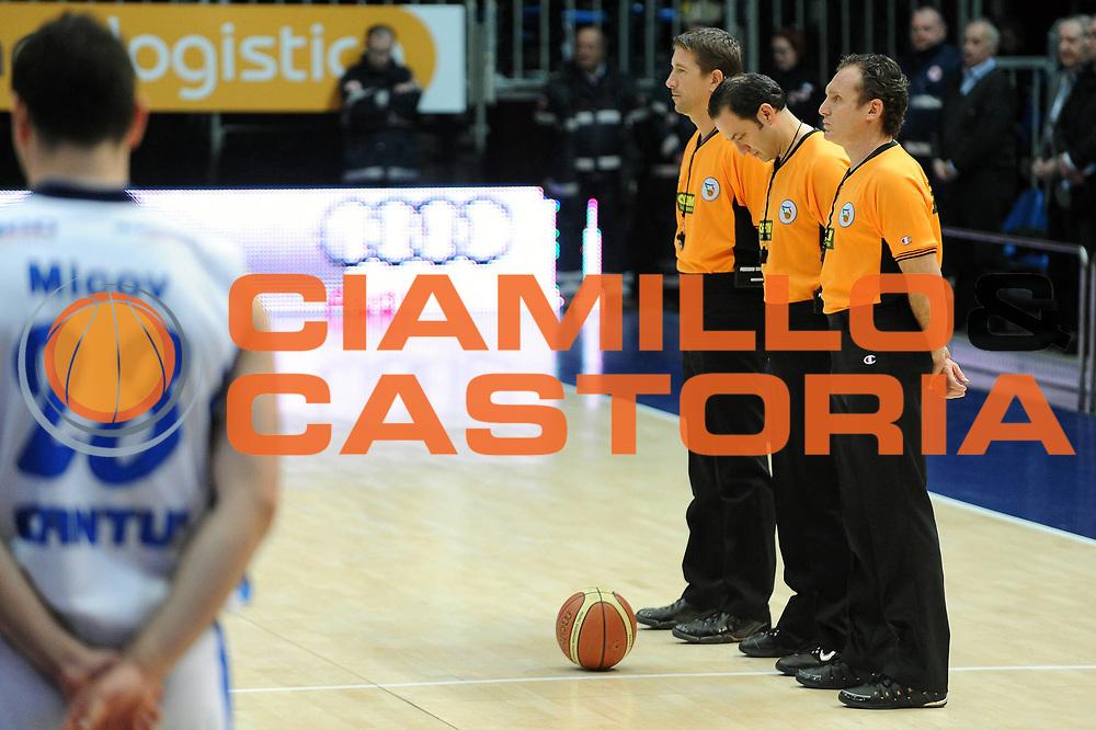 DESCRIZIONE : Cantu Lega A 2009-10 NGC Cantu Pepsi Caserta<br /> GIOCATORE : Minuto Silenzio Arbitro<br /> SQUADRA : NGC Cantu Pepsi Caserta<br /> EVENTO : Campionato Lega A 2009-2010 <br /> GARA :  NGC Cantu Pepsi Caserta<br /> DATA : 03/04/2010<br /> CATEGORIA : Ritratto Curiosita<br /> SPORT : Pallacanestro <br /> AUTORE : Agenzia Ciamillo-Castoria/A.Dealberto<br /> Galleria : Lega Basket A 2009-2010 <br /> Fotonotizia : Cantu Campionato Italiano Lega A 2009-2010 NGC Cantu Pepsi Caserta<br /> Predefinita :