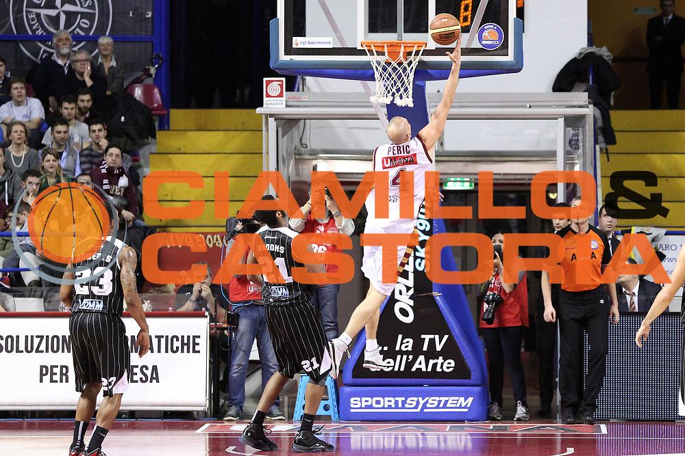DESCRIZIONE : Venezia Lega A 2013-14 Umana Reyer Venezia Pasta Reggia Caserta<br /> GIOCATORE : hrvoje peric<br /> CATEGORIA :  tiro<br /> SQUADRA : Umana Reyer Venezia Pasta Reggia Caserta<br /> EVENTO : Campionato Lega A 2013-2014<br /> GARA : Umana Reyer Venezia Pasta Reggia Caserta<br /> DATA : 19/01/2014<br /> SPORT : Pallacanestro<br /> AUTORE : Agenzia Ciamillo-Castoria/G.Contessa<br /> Galleria : Lega Basket A 2013-2014<br /> Fotonotizia :  Venezia Lega A 2012-13 Umana Reyer Venezia Pasta Reggia Caserta<br /> Predefinita :