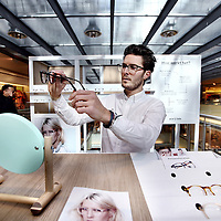 Nederland, Amsterdam , 27 februari 2015.<br /> Ace & Tate brillen pop-upstore stand op de 4e verdieping in  de Bijenkorf.<br /> Op de foto: Oprichter Mark de Lange.<br /> Foto:Jean-Pierre Jans