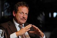 16 NOV 2006, BERLIN/GERMANY:<br /> Frank Bsirske, Vorsitzender der Gewerkschaft ver.di, Vereinte Dienstleistungsgewerkschaft, waehrend einem Interview, in seinem Buero, Ver.di Bundesverwaltung<br /> IMAGE: 20061116-01-058