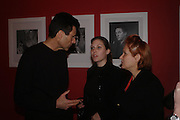 Uri Geller, Miss Natalie Geller and Hanna Geller. Robert Mapplethorpe exhibition curated by David Hockney. Alison Jacques Gallery. clifford St. London. 13 January 2005.  ONE TIME USE ONLY - DO NOT ARCHIVE  © Copyright Photograph by Dafydd Jones 66 Stockwell Park Rd. London SW9 0DA Tel 020 7733 0108 www.dafjones.com