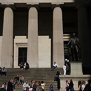 The Bronze statue of George Washington on the front steps of Federal Hall in Wall Street, Manhattan, New York City. <br /> John Quincy Adams Ward's 1882 bronze statue of George Washington sits at the approximate site where he was inaugurated as President and where he took the oath of office as the first President of the United States.  New York City, USA. 16th September 2014. Photo Tim Clayton