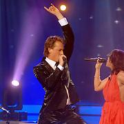 NLD/Weesp/20070312 - 2e Live uitzending Just the Two of Us 2007, optreden Nurlaila Karim en Mark van Eeuwen