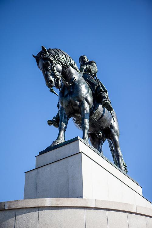 Das Jan Zizka Reiterdenkmal auf dem Vitkov in Zizkov.