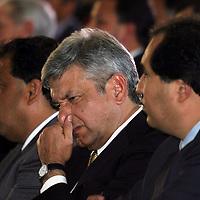 Queretaro, Qro.- El jefe de gobierno del D.F. Andres Manuel Lopez Obrador durante la ceremonia inaugural de la I Convencion nacional Hacendaria en la ciudad de Queretaro el 5 de Febrero de 2004. Agencia MVT / Mario Vazquez de la Torre.