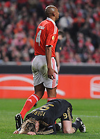 20100401: LISBON, PORTUGAL - SL Benfica vs Liverpool: Europa League 2009/2010 - Quarter-Finals - 1st leg. In picture: Luisao (Benfica) and Fernando Torres (Liverpool). PHOTO: Alvaro Isidoro/CITYFILES