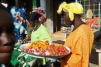 """Sénégal, Petite Côte, marché de Mbour. // Senegal, Mbour market on the """"petite cote"""" (small coast)."""