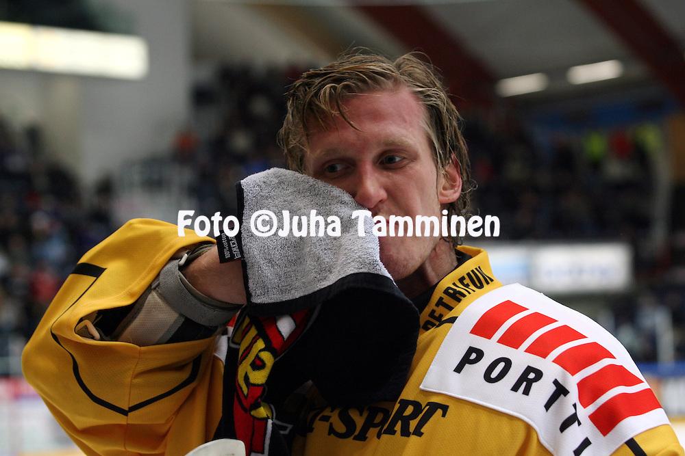 28.09.2010, H?meenlinna..J??kiekon SM-liiga 2010-11. .HPK - KalPa..Ari Ahonen - KalPa.©Juha Tamminen.