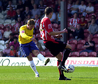 Photo: Charlie Crowhurst.<br />Brentford v Nottingham Forest. Coca Cola League 1. 14/04/2007. Kris Commons scores his first goal for Forest, 2-2.