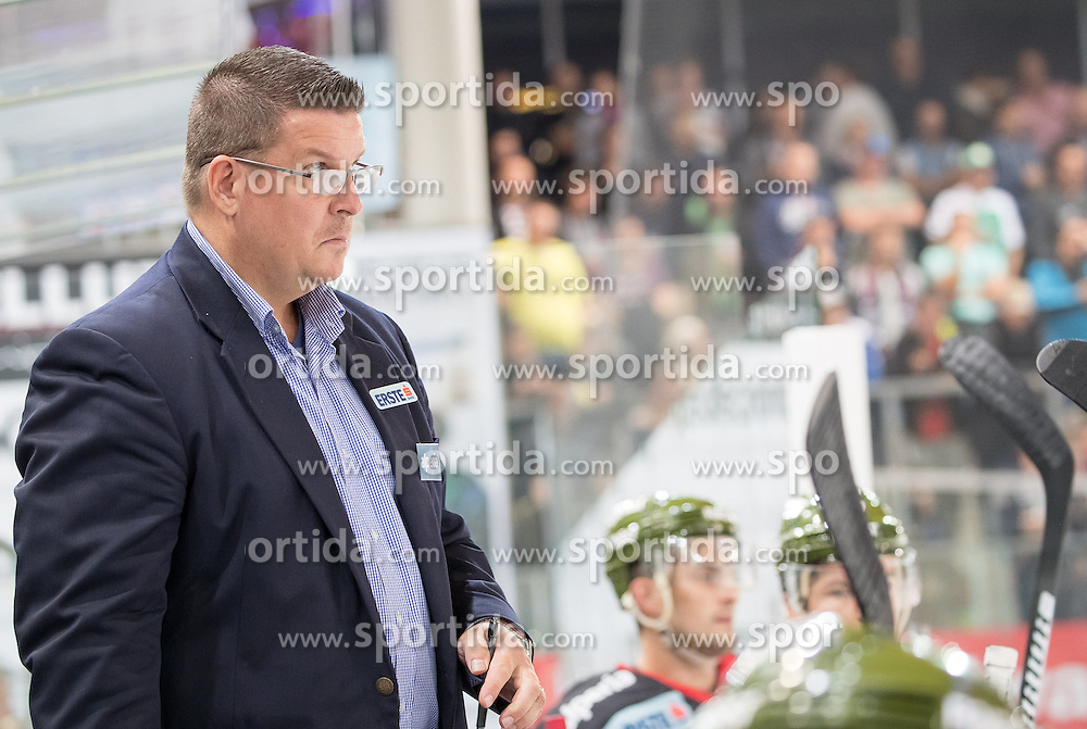 16.09.2016, Tiroler Wasserkraft Arena, Innsbruck, AUT, EBEL, HC TWK Innsbruck Die Haie vs HCB Suedtirol Alperia, 1. Runde, im Bild Coach Tom Pokel (Bozen) // Coach Tom Pokel (Bozen) during the Erste Bank Icehockey League 1st Round match between HC TWK Innsbruck Die Haie and HCB Suedtirol Alperia at the Tiroler Wasserkraft Arena in Innsbruck, Austria on 2016/09/16. EXPA Pictures © 2016, PhotoCredit: EXPA/ Johann Groder