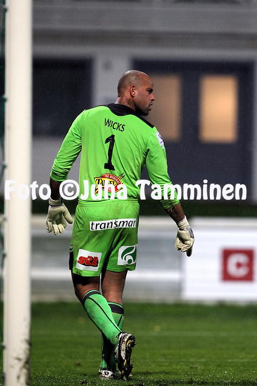 19.9.2011, Tehtaan kenttŠ, Valkeakoski..Veikkausliiga 2011, FC Haka - IFK Mariehamn..Josh Wicks - IFK Mhman..