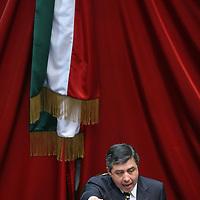 Toluca, Mex.- Heriberto Ortega Ramirez, diputado del PRI, rinde protesta como presidente de la mesa directiva para el primer periodo ordinario de sesiones de la LVI Legislatura, ldurante la sesion solemne donde tambien rindieron protesta los 75 diputados que integran el congreso del Estado de Mexico. Agencia MVT / Mario Vazquez de la Torre. (DIGITAL)<br /> <br /> <br /> <br /> NO ARCHIVAR - NO ARCHIVE