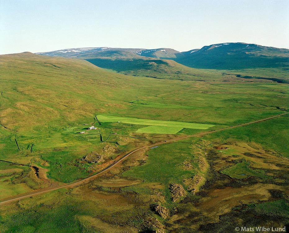 Saurbær séð til suðurs, Vatnsnes. Húnaþing vestra áður Þverárhreppur / Saurbaer viewing south, Vatnsnes peninsula. Hunathing vestra former Thverarhreppur.