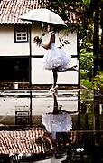 Belo Horizonte_MG, Brasil...Retrato de uma noiva em frente o Museu Abilio Barreto em Belo Horizonte, Minas Gerais...A bride portrait in front of Abilio Barreto Museum in Belo Horizonte, Minas Gerais...Foto: Leo Drumond / NITRO