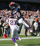 CHICAGO - OCTOBER 16:  Tight end Desmond Clark #88 of the Chicago Bears catches a touchdown pass while defended by cornerback Fred Smoot #27 of the Minnesota Vikings at Soldier Field on October 16, 2005 in Chicago, Illinois. The Bears defeated the Vikings 28-3. ©Paul Anthony Spinelli *** Local Caption *** Desmond Clark;Fred Smoot