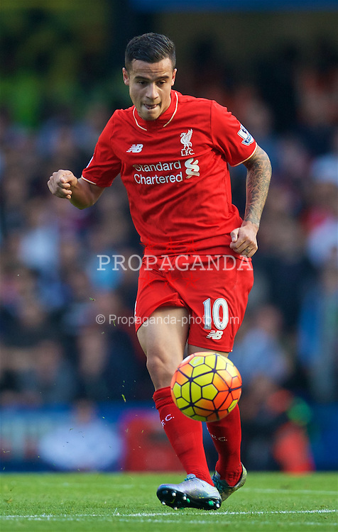 LONDON, ENGLAND - Saturday, October 31, 2015: Liverpool's Philippe Coutinho Correia in action against Chelsea during the Premier League match at Stamford Bridge. (Pic by David Rawcliffe/Propaganda)