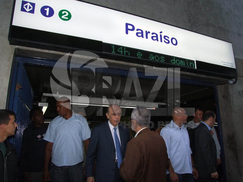 SÃO PAULO, SP, 14 DE SETEMBRO DE 2009 - METRÔ COMEMORA 35 ANOS E ENTREGA 6º TREM - O Metrô de São Paulo completou nesta segunda-feira 35 anos de operação, sendo o mais antigo do país, e aproveitou a data para entregar o sexto novo trem da Linha 2-Verde com capacidade para transportar dois mil passageiros, esta composição integra um grupo de 47 que entrará em circulação até 2010, como parte do Plano de Expansão dos Transportes Metropolitanos, estiveram presentes no evento o prefeito da capital Gilberto Kassab, presidente do SPFC Juvenal Juvêncio, o ex- governador de São Paulo Laudo Natel, o governador José Serra entre outras autoridades.(FOTO: WILLIAM VOLCOV / BRAZIL PHOTO PRESS).