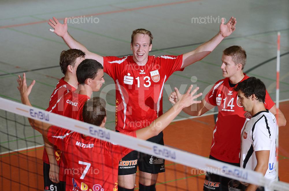 Volleyball 1. Bundesliga  Saison  2012/2013  05.09.2012 TV Rottenburg  - SV Fellbach JUBEL TV R; Markus Pielmeier (Mitte) mit Rene Bahlburg (2.re.re) und Willy Belizer (re)