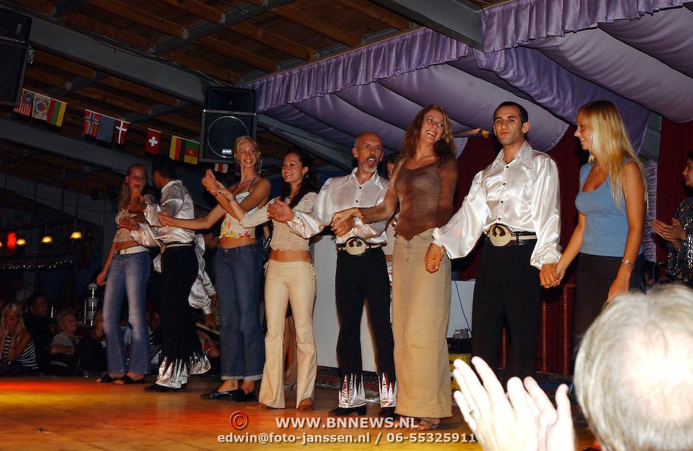 Miss Nederland 2003 reis Turkije, Turkse avond, folkloristisch dansen
