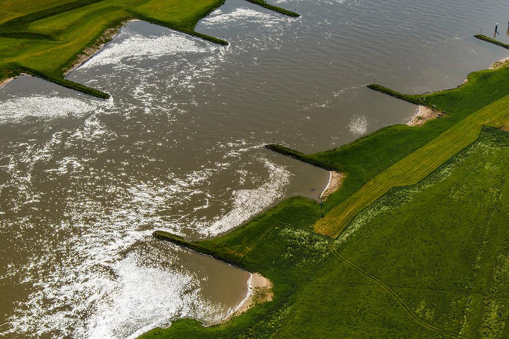 Nederland, Gelderland, Gemeente Lingewaard, 29-05-2019; Nederrijn tussen IJsselkop en Huissen. De kribben zorgen dat de rivier niet gaat meanderen en dat de diepte behouden blijft.<br /> Lower Rhine between IJsselkop and Huissen. The cribs ensure that the river does not meander and that the depth is retained.<br /> <br /> luchtfoto (toeslag op standard tarieven);<br /> aerial photo (additional fee required);<br /> copyright foto/photo Siebe Swart