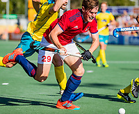 AMSTELVEEN -  Tom SORSBY (ENG) met Matthew Swann (Austr.) . Semi Final Pro League  women, Australie-Groot Brittannie (6-1). COPYRIGHT KOEN SUYK