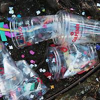 Nederland, Maastricht, 7 februari 2016.<br /> Carnaval in Maastricht.<br /> Zuid Nederland, Brabant en Limburg staan deze 3 dagen in het teken van Carnaval.<br /> Op de foto: Kastelijns moeten dit jaar bier tappen in plastic bekers.<br /> <br /> Foto: Jean-Pierre Jans