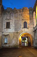 Il castello, o palazzo ducale, dei Castromediano-Limburg è una costruzione della seconda metà del XV secolo con aggiunte strutturali e rifacimenti affettuati nel corso del Cinquecento e del Seicento. Il nobile prospetto presenta un ingresso quattrocentesco, mentre del XVI secolo è la merlatura e il bastione. Il lato nord della fabbrica fu aggiunto nel Seicento. L'interno, caratterizzato da un atrio in cui è posizionata una statua in pietra leccese raffigurante Kiliano di Limburg, capostipite della famiglia Castromediano, ospita vasti ambienti decorati con elementi architettonici tipici del periodo barocco.<br /> <br /> The castle, or ducal palace, the Castromediano-Limburg is a construction of the second half of the fifteenth century, with structural additions and renovations affettuati during the sixteenth and seventeenth centuries. The noble prospect has an entrance century, while the sixteenth century battlements and ramparts. The north side of the factory was added in the seventeenth century. The interior features an atrium in which is positioned a stone statue depicting Killian Lecce Limburg, founder of the family Castromediano, has large rooms decorated with architectural elements typical of the Baroque period