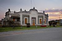 ANTIGUA ESTACION DEL FERROCARRIL, TRES SARGENTOS, CARMEN DE ARECO, PROVINCIA DE BUENOS AIRES, ARGENTINA