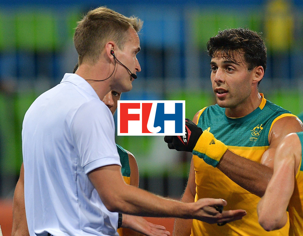 Australia's Chris Ciriello (R) gestures at the referee during the men's field hockey Britain vs Australia match of the Rio 2016 Olympics Games at the Olympic Hockey Centre in Rio de Janeiro on August, 10 2016. / AFP / Carl DE SOUZA        (Photo credit should read CARL DE SOUZA/AFP/Getty Images)