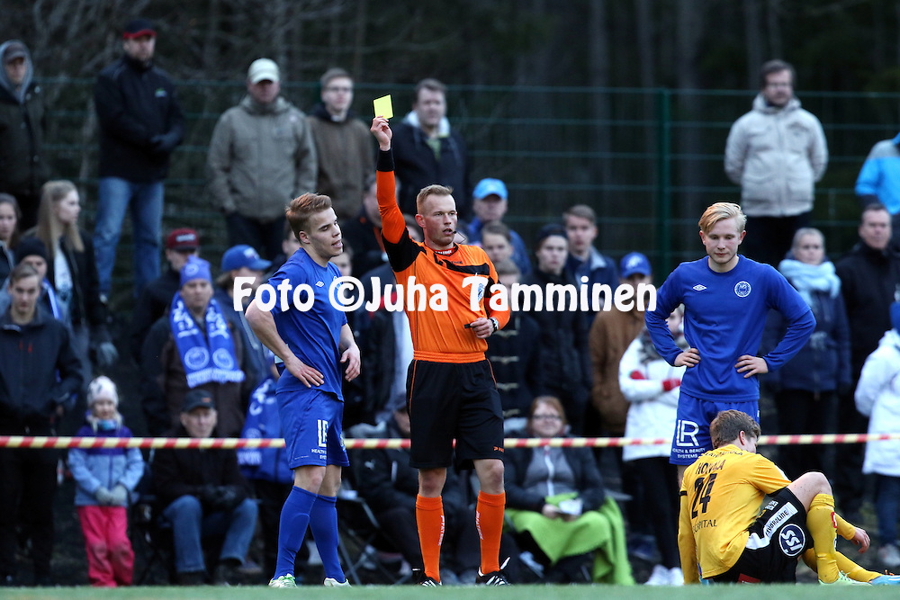 21.4.2016, Koivusaaren tekonurmi, J&auml;rvenp&auml;&auml;.<br /> Respect Suomen Cup 2016, 6. kierros.<br /> J&auml;rvenp&auml;&auml;n Palloseura - Kuopion Palloseura.<br /> Erotuomari Oskari H&auml;m&auml;l&auml;inen nostaa keltaisen kortin J&auml;PSin Onni Koivulle.