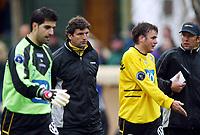 Fotball, 21. april 2002. Tippeligaen, Sogndal v  Start. Fosshaugane. Fra venstre: Dime Jankulovski, Jan Halvor Halvorsen, Terje Leonardsen og Bård Wiggen, Start.
