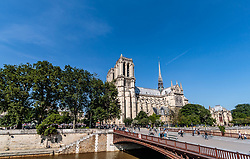 THEMENBILD - Blick auf die Kathedrale Notre-Dame de Paris. Sie ist eine katholische Kirche des Erzbistums Paris, aufgenommen am 09. Juni 2016 in Paris, Frankreich // View of the cathedral Notre-Dame de Paris. It is a Catholic church of the Archdiocese of Paris, Paris, France on 2016/06/09. EXPA Pictures © 2017, PhotoCredit: EXPA/ JFK