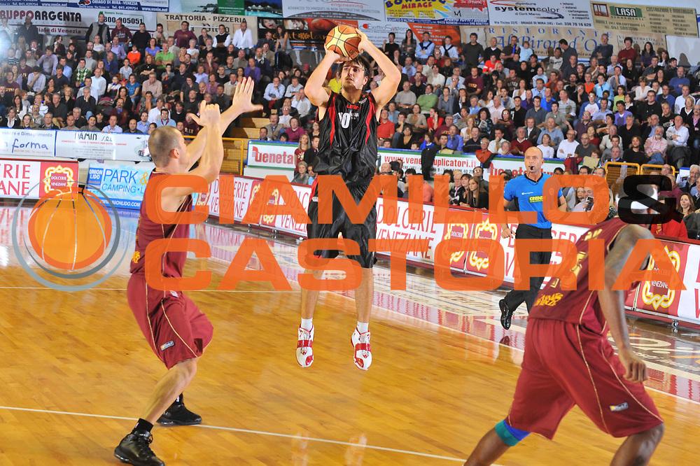 DESCRIZIONE : Venezia Lega A2 2009-10 Umana Reyer Venezia Nuova Pallacanestro Pavia<br /> GIOCATORE : Martin Colussi<br /> SQUADRA : Nuova Pallacanestro Pavia<br /> EVENTO : Campionato Lega A2 2009-2010<br /> GARA : Umana Reyer Venezia Nuova Pallacanestro Pavia<br /> DATA : 15/11/2009<br /> CATEGORIA : Tiro Three Points<br /> SPORT : Pallacanestro <br /> AUTORE : Agenzia Ciamillo-Castoria/M.Gregolin<br /> Galleria : Lega Basket A2 2009-2010 <br /> Fotonotizia : Venezia Campionato Italiano Lega A2 2009-2010 Umana Reyer Venezia Nuova Pallacanestro Pavia<br /> Predefinita :