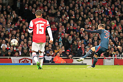 19.02.2014, Emirates Stadion, London, ENG, UEFA CL, FC Arsenal vs FC Bayern Muenchen, Achtelfinale, im Bild Toni Kroos (FC Bayern Muenchen #39)mit dem Fuehrungs Treffer, Tor zum 1:0 mt Alex Oxlade-Chamberlain (Arsenal FC #15), Aktion, Action // during the UEFA Champions League Round of 16 match between FC Arsenal and FC Bayern Munich at the Emirates Stadion in London, Great Britain on 2014/02/19. EXPA Pictures © 2014, PhotoCredit: EXPA/ Eibner-Pressefoto/ Schueler<br /> <br /> *****ATTENTION - OUT of GER*****