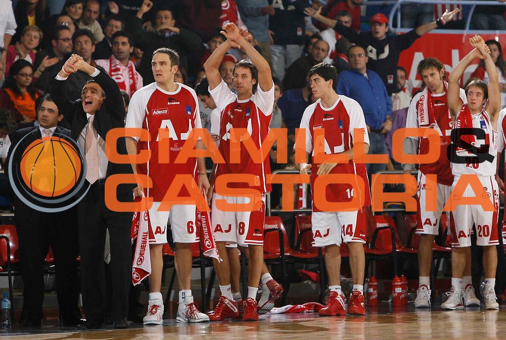 DESCRIZIONE : Milano Lega A1 2005-06 Armani Jeans Milano Navigo.it Teramo <br /> GIOCATORE : Team Milano <br /> SQUADRA : Armani Jeans Milano <br /> EVENTO : Campionato Lega A1 2005-2006 <br /> GARA : Armani Jeans Milano Navigo.it Teramo <br /> DATA : 13/11/2005 <br /> CATEGORIA : <br /> SPORT : Pallacanestro <br /> AUTORE : Agenzia Ciamillo-Castoria/C.Scaccini <br /> Galleria : Lega Basket A1 2005-2006 <br /> Fotonotizia : Milano Campionato Italiano Lega A1 2005-2006 Armani Jeans Milano Navigo.it Teramo <br /> Predefinita :