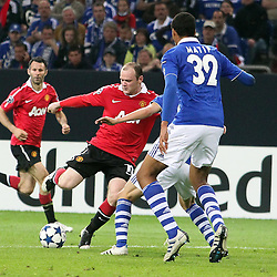 26.04.2011, Veltins Arena, Gelsenkirchen, GER, UEFA CL, Halbfinale Hinspiel, Schalke 04 (GER) vsManchester United (ENG), im Bild: Wayne Rooney (Manchester #10) (L) gegen Joel Matip (Schalke #32) im Strafraum   // during the UEFA CL, Semi Final first leg, Schalke 04 (GER) vs Manchester United (ENG), at the Veltins Arena, Gelsenkirchen, 26/04/2011 EXPA Pictures © 2011, PhotoCredit: EXPA/ nph/  Mueller *** Local Caption ***       ****** out of GER / SWE / CRO  / BEL ******