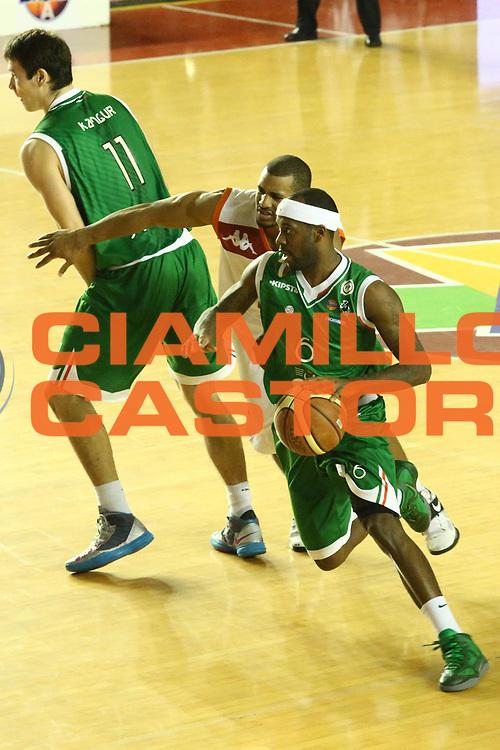 DESCRIZIONE : Roma Lega A 2012-13 Acea Roma Montepaschi Siena <br /> GIOCATORE : Bobby Brown<br /> CATEGORIA : palleggio<br /> SQUADRA : Montepaschi Siena <br /> EVENTO : Campionato Lega A 2012-2013 <br /> GARA : Acea Roma Montepaschi Siena <br /> DATA : 12/11/2012<br /> SPORT : Pallacanestro <br /> AUTORE : Agenzia Ciamillo-Castoria/M.Simoni<br /> Galleria : Lega Basket A 2012-2013  <br /> Fotonotizia :  Roma Lega A 2012-13 Acea Roma Montepaschi Siena <br /> Predefinita :
