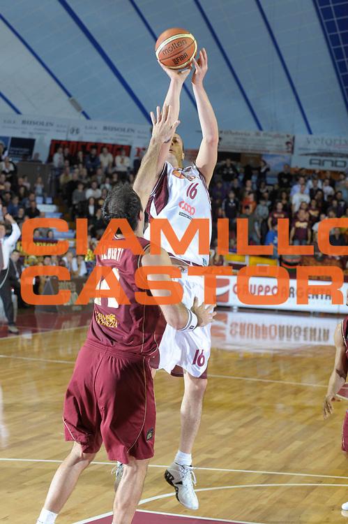 DESCRIZIONE : Venezia Lega A2 2008-09 Umana Reyer Venezia Basket Livorno <br /> GIOCATORE :  Francesco Foiera<br /> SQUADRA : Basket Livorno<br /> EVENTO : Campionato Lega A2 2008-2009 <br /> GARA : Umana Reyer Venezia Basket Livorno<br /> DATA : 14/12/2008<br /> CATEGORIA : Tiro<br /> SPORT : Pallacanestro <br /> AUTORE : Agenzia Ciamillo-Castoria/M.Gregolin