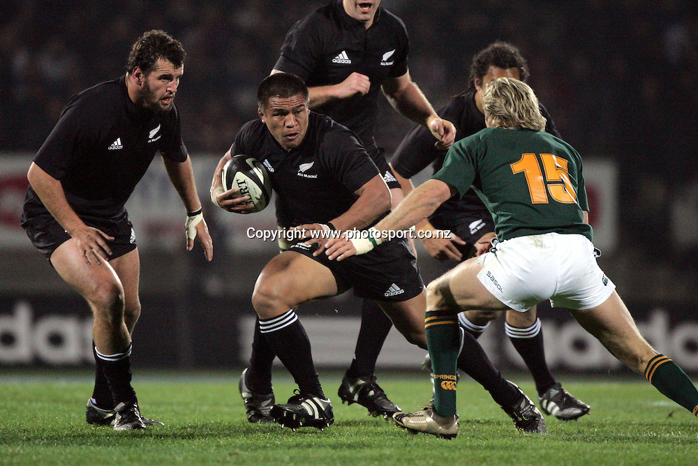 All Black hooker Kevin Mealamu in action during the Tri Nations rugby test match between the All Blacks and South Africa at Carisbrook in Dunedin, New Zealand on Saturday 27 August, 2005. The All Blacks won 31-27. Photo: Andrew Cornaga/PHOTOSPORT<br />