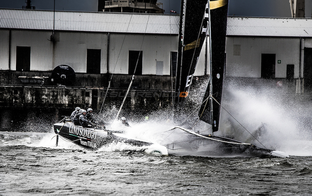 2015 Extreme Sailing Series - Act 5 - Hamburg<br /> Lino Sonego Team Italia skippered by Lorenzo Bressani (ITA) and crewed by Enrico Zennaro (ITA), Stefano Rizzi (ITA), Stefano Ciampalini (ITA) and Manuel Modena (ITA)<br /> Credit Jesus Renedo