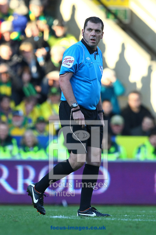 Picture by Paul Chesterton/Focus Images Ltd.  07904 640267.19/11/11.Referee Phil Dowd during the Barclays Premier League match at Carrow Road stadium, Norwich.