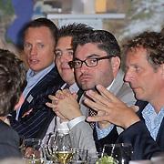 NLD/Den Haag/20111114 - Perslunch Virgin Galactic iav Sir Richard Branson, Munsterhuis groep met oa Eddy van Hal