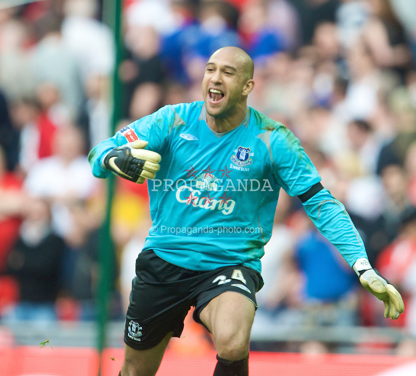 LONDON, ENGLAND - Sunday, April 19, 2009: Everton's penalty hero goalkeeper Tim Howard celebrates after a 4-2 shoot-out victory over Manchester United during the FA Cup Semi-Final match at Wembley. (Photo by David Rawcliffe/Propaganda)