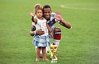 FUSSBALL WM 2014                       FINALE   Deutschland - Argentinien     13.07.2014 DEUTSCHLAND FEIERT DEN WM TITEL: Jerome Boateng mit Tochter und WM Pokal
